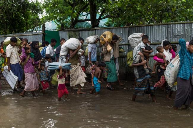 LAMPUNG POST | Kapal Pengungsi Rohingya Terbalik, 12 Orang Tewas