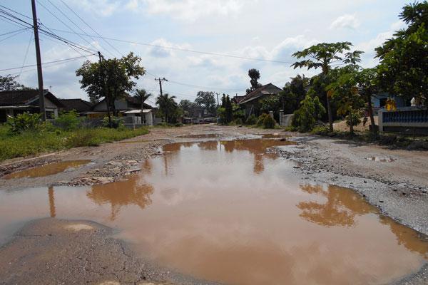 Jalan Penghubung Lampung Timur-Metro Belum Diperbaiki