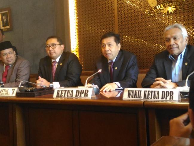 LAMPUNG POST | Siap Ikuti Proses Hukum, Novanto Enggan Mundur sebagai Ketua DPR