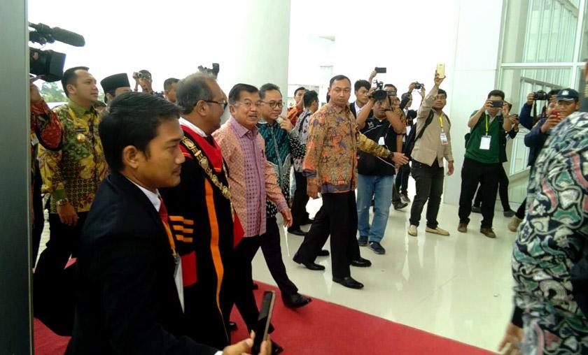 LAMPUNG POST | Tiba di Lampung, Wapres JK Resmikan Gedung Baru Itera