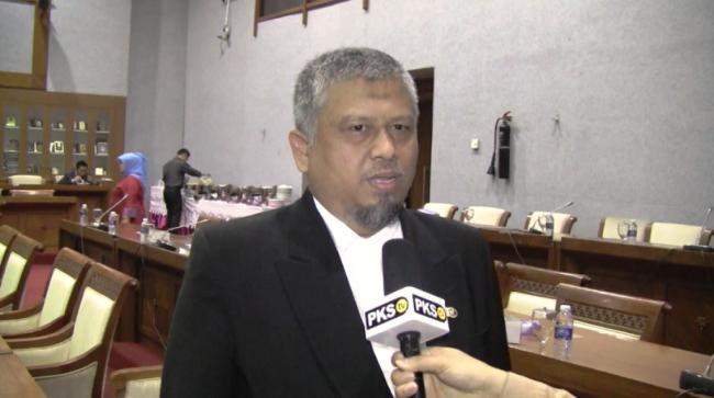 LAMPUNG POST | PKS Tuding Fahri Hamzah Coreng Nama Baik DPR