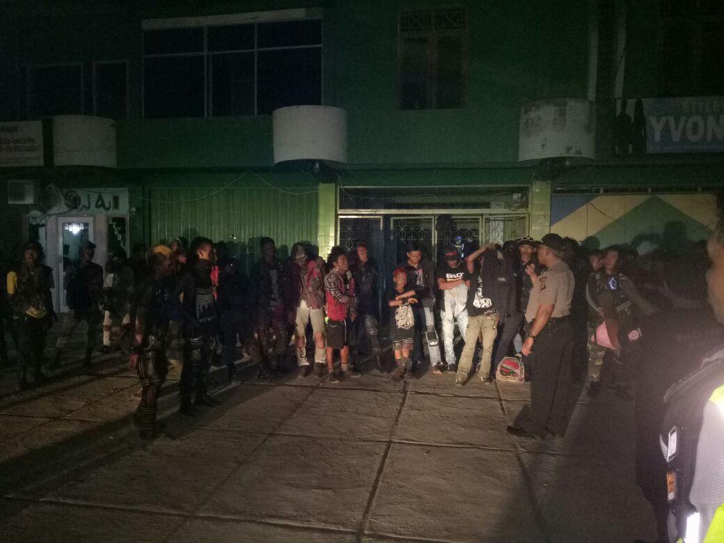 LAMPUNG POST | Seratusan Anak Punk dari Berbagai Daerah, Reuni di Pringsewu