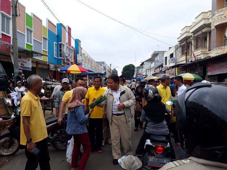 Sarapan Soto di Pasar Metro, Arinal Pastikan Kesejahteraan Petani