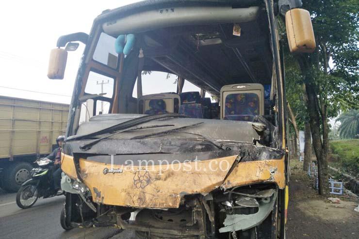 LAMPUNG POST | 3 Bus Pengantar Jemaah Haji Tabrakan Beruntun di Natar