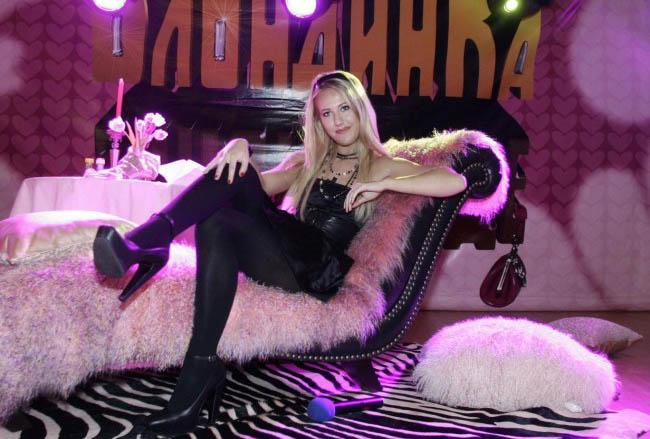 LAMPUNG POST | Wanita Cantik Ini Siap Bersaing dengan Putin di Pemilu 2018