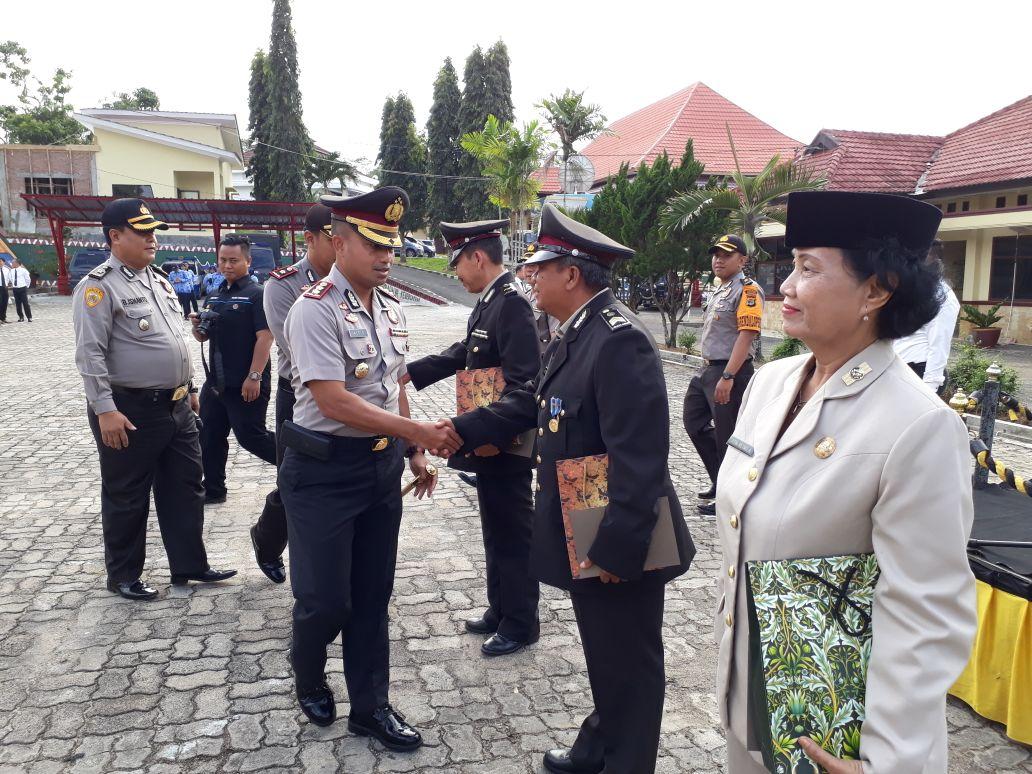 LAMPUNG POST | Kapolres Tanggamus Lampung Lepas 6 Purnawirawan