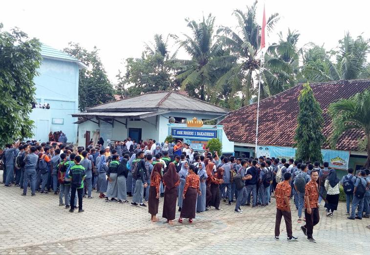 Ratusan Siswa SMKN 1 Bakauheni Tuntut Kepala Sekolah Mundur