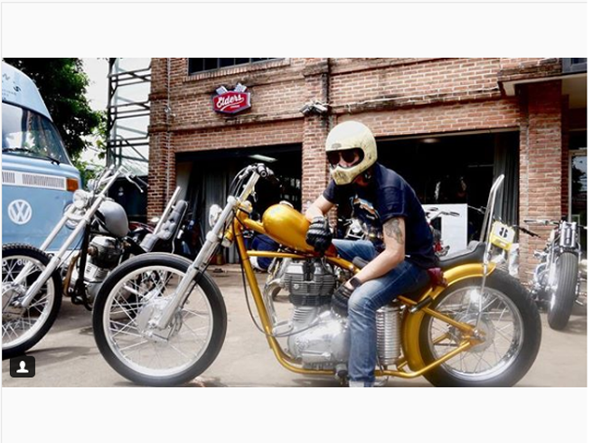 LAMPUNG POST | Jokowi Beli Motor Chopper Berwarna Emas