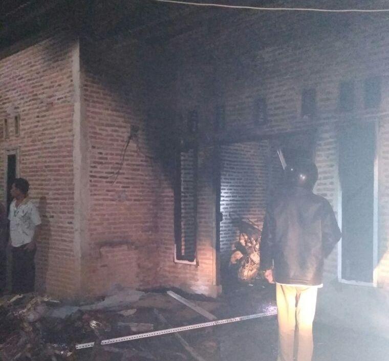 LAMPUNG POST | Rumah di Sabahbalau Kebakaran, Anak dan Ayah Alami Luka Bakar