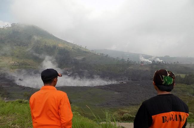 LAMPUNG POST | Status Kawah Sileri Dieng Waspada, Warga Radius Satu Km Diungsikan