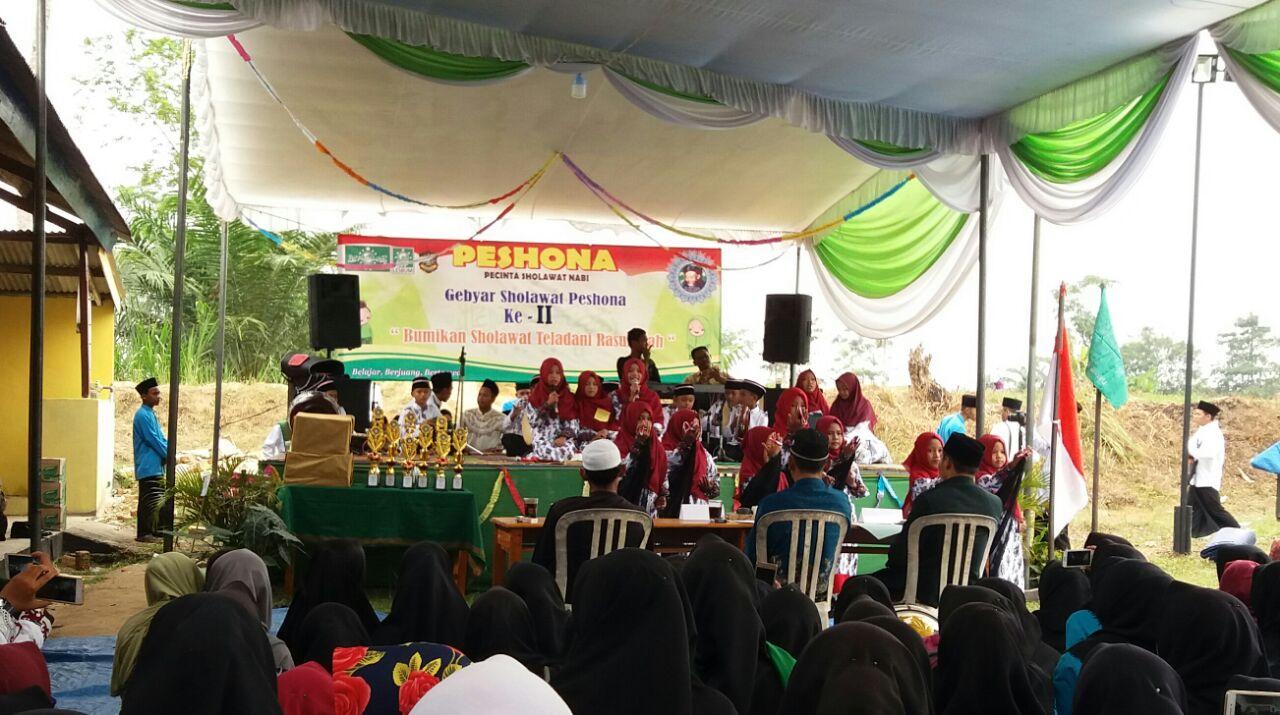 LAMPUNG POST | 25 Group Shalawat Semaraki Gebyar Shalawat Peshona ke-2 di Seputihrahman