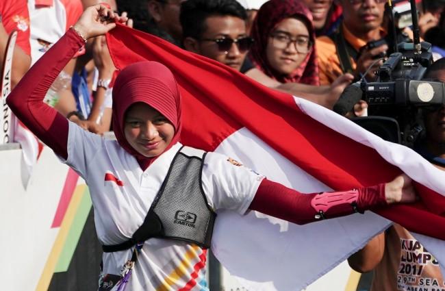 LAMPUNG POST | Kalahkan Malaysia, Tim Panahan Indonesia Raih Emas