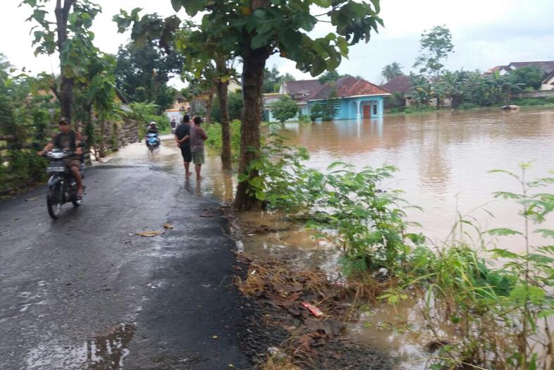 Debit Air Sungai di Kotabumi Alami Peningkatan