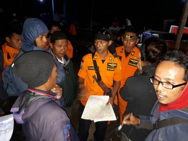 LAMPUNG POST | Dua Pendaki Hilang di Gunung Merbabu Ditemukan di Lereng Jurang