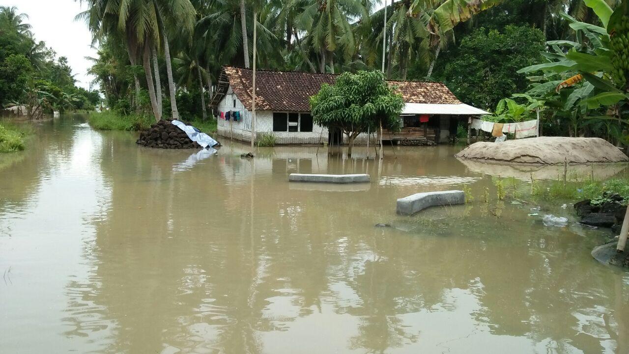Puluhan Rumah Warga di Bandaragung, Sragi Masih Terendam Banjir
