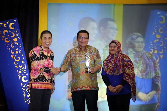 LAMPOST TV: Radio SAI 100 FM Raih KPID Award 2017