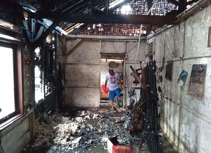 Duh, Rumah Janda Tua Nyaris Ludes Dilalap Api