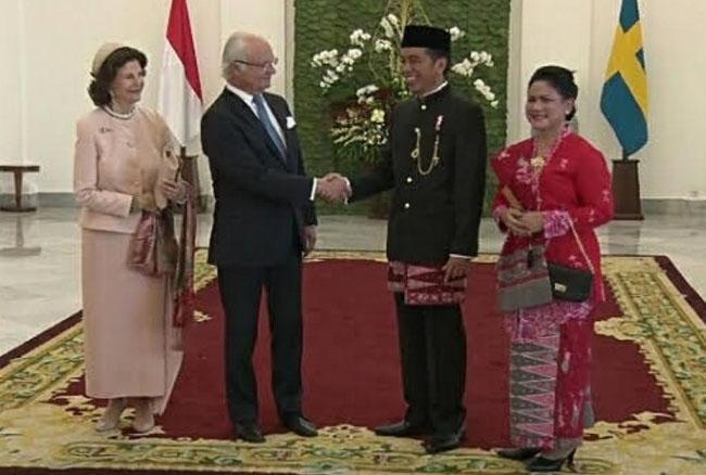 LAMPUNG POST | Sambut Raja Swedia, Jokowi Kenakan Pakaian Adat Betawi