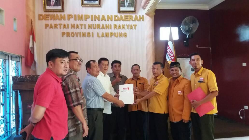 LAMPUNG POST | M. Alzier Ambil Berkas Pencalonan di Partai Hanura