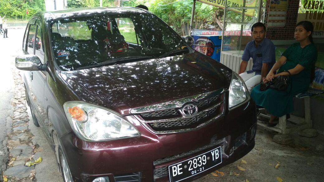 Ditinggal Beribadah,Saxophone Dalam Mobil Digondol Pelaku Pecah Kaca