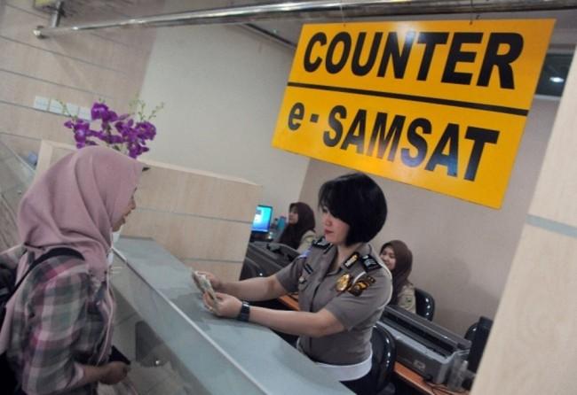 LAMPUNG POST | Tujuh Provinsi Ini Bayar Pajak Kendaraan Bisa Lewat Online