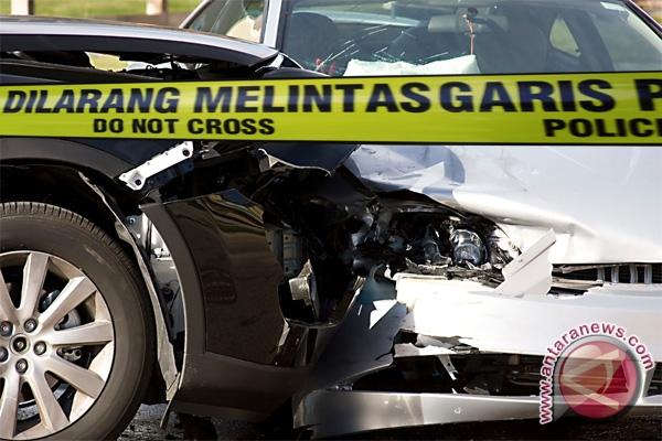 LAMPUNG POST | 10 Mobil Tabrakan Beruntun di Tol Cipularang