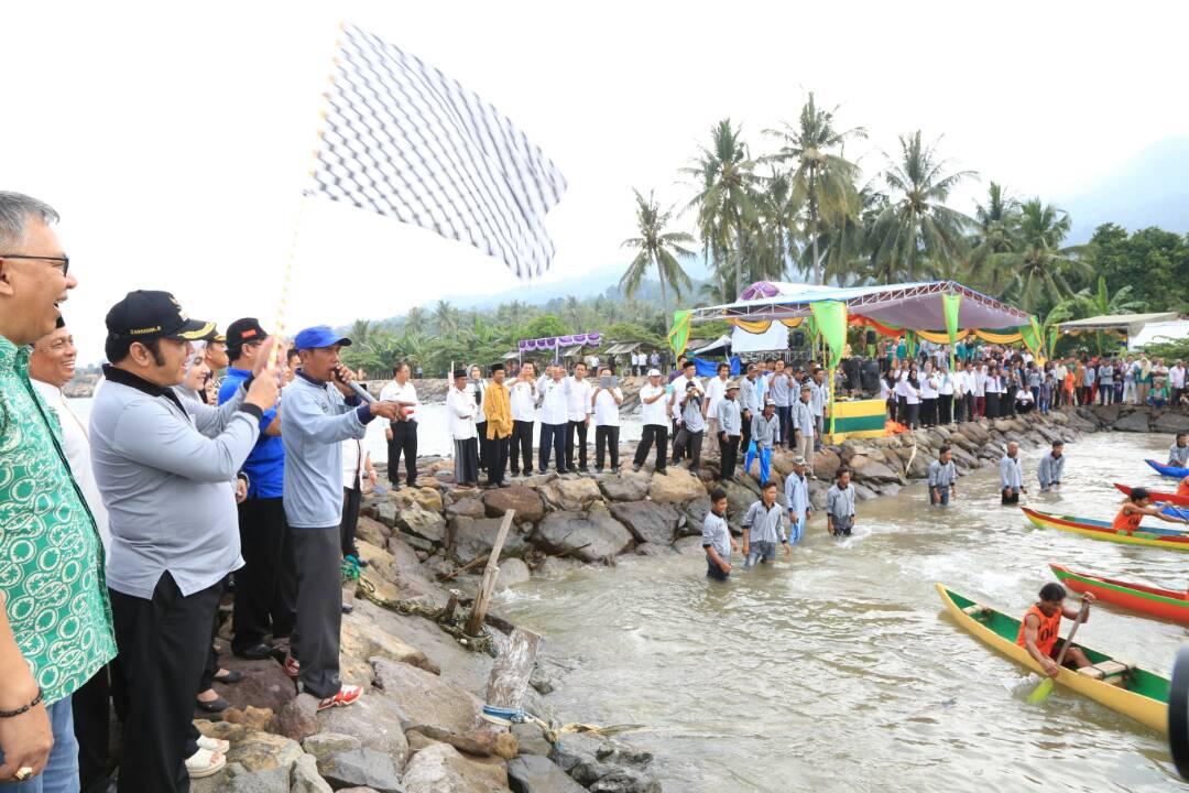 LAMPUNG POST | 50 Peserta Ikut Meriahkan Lomba Perahu Jukung dan Perahu Hias