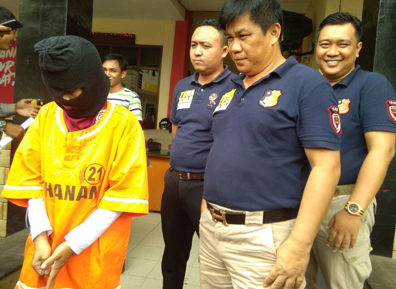 LAMPUNG POST | LAMPOST TV: Kepergok Mencuri, Wanita Residivis Narkoba Ditangkap Warga