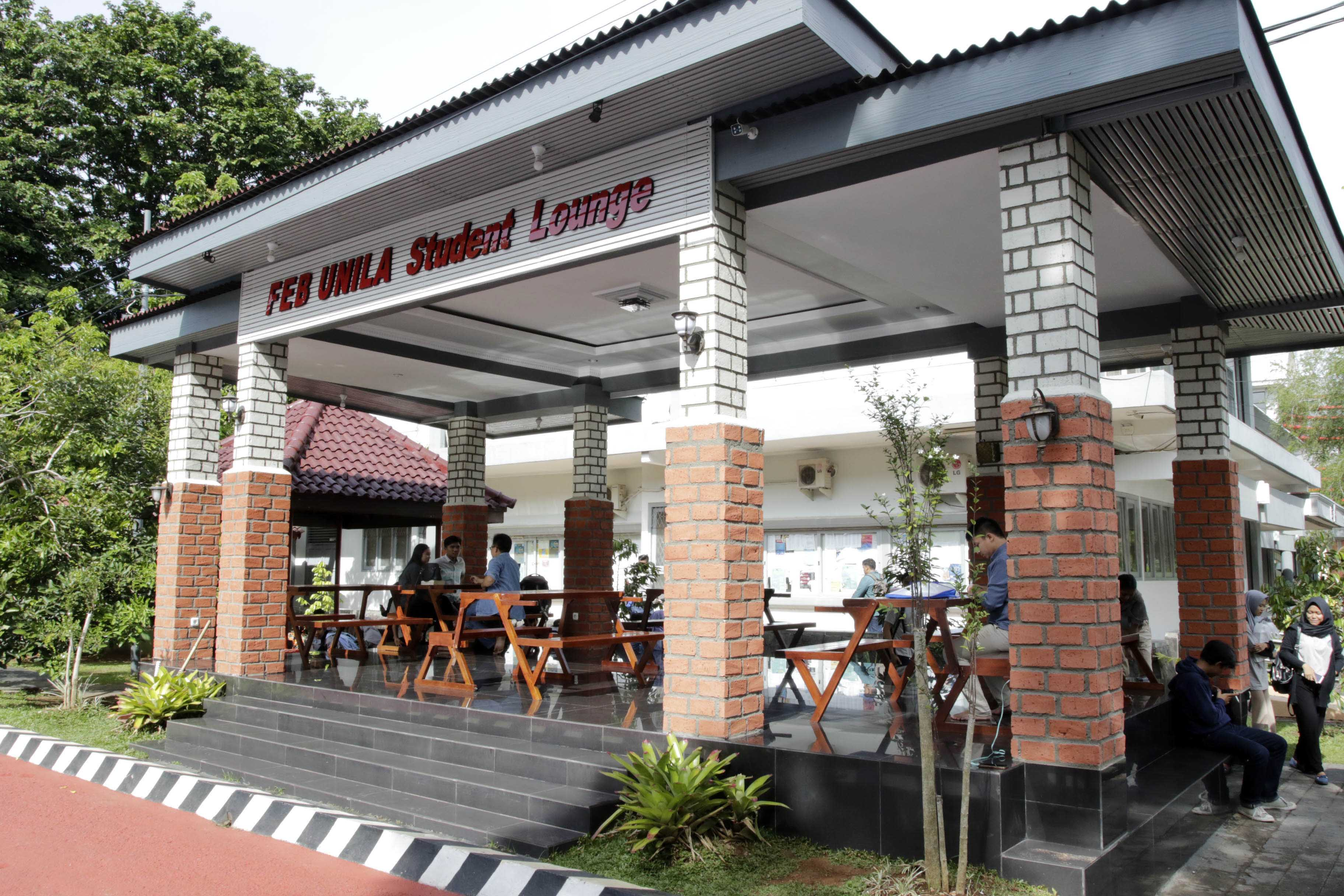 Student Lounge Bergaya Pondokan