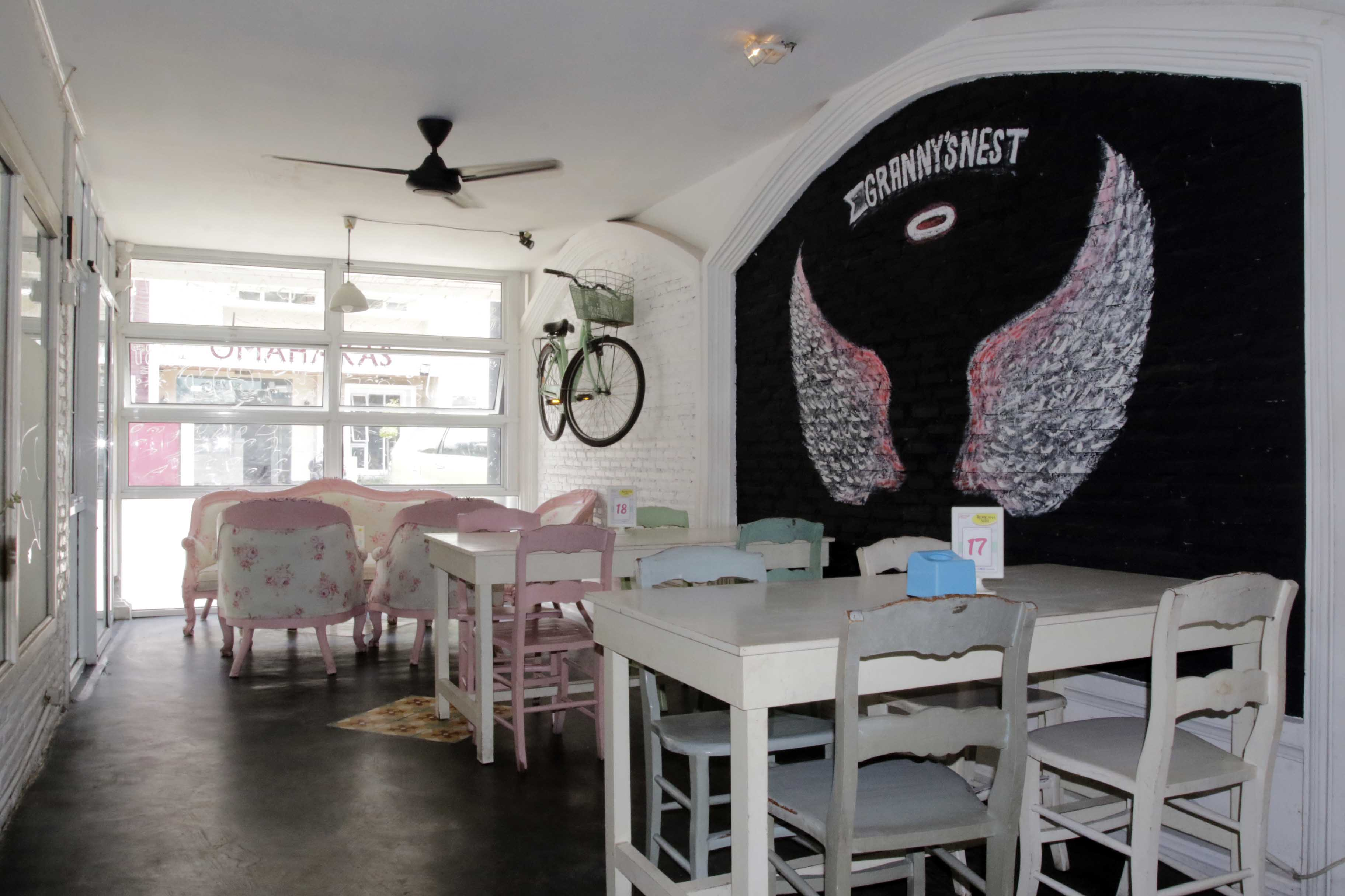 LAMPUNG POST | Atmosfer Shabby Chic di Granny's Cafe