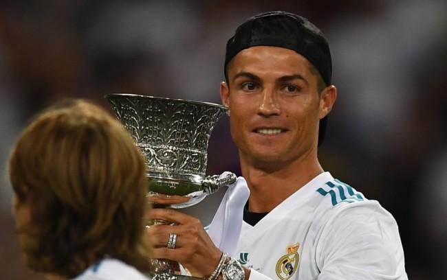 LAMPUNG POST | Zidane Sebut Ronaldo Pemain dari Planet Lain