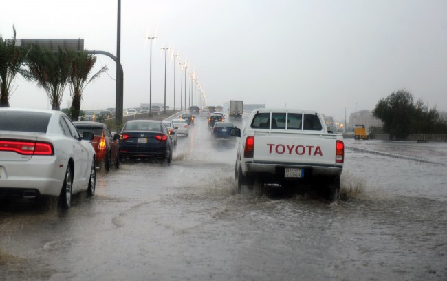 LAMPUNG POST | Banjir Rendam Kota Jeddah