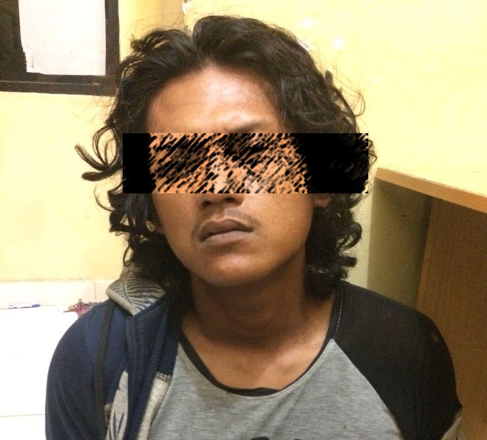 LAMPUNG POST | Jual Narkoba di Kampung Sendiri, Pemuda Ini Dibekuk Polisi