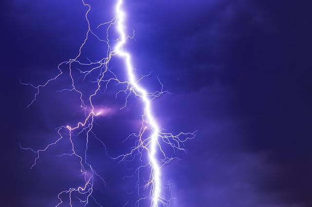 Hujan Disertai Angin Kencang dan Petir, Listrik di Pringsewu Padam