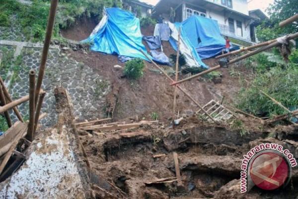 LAMPUNG POST | 22 Kecamatan di Bogor Terdeteksi Rawan Pergeseran Tanah