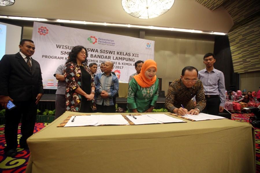 Tiap Industri Wajib Membina Lima SMK