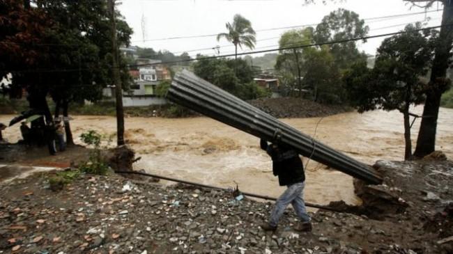 LAMPUNG POST | Badai Nate Porak-Porandakan Amerika Tengah, 20 Orang Tewas