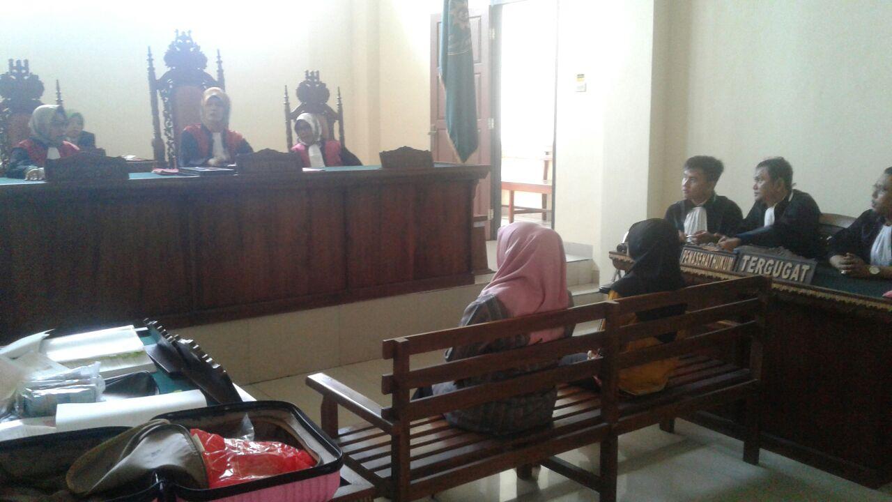 Kena OTT, Terdakwa Korupsi Dinkes Lamtim Terisak di Persidangan