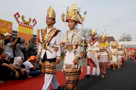 LAMPUNG POST | Prosesi Ngantak Daw (Nguperadu Daw)