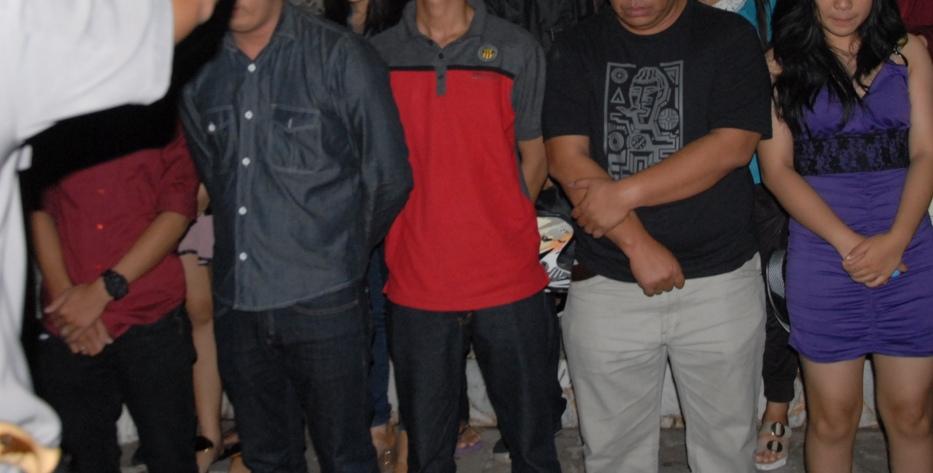 LAMPUNG POST | Diduga Mesum, 4 Pasangan Remaja Diamankan