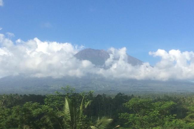 LAMPUNG POST | Aktivitas Gunung Agung Turun Drastis , PVMBG: Justru Harus Diwaspadai