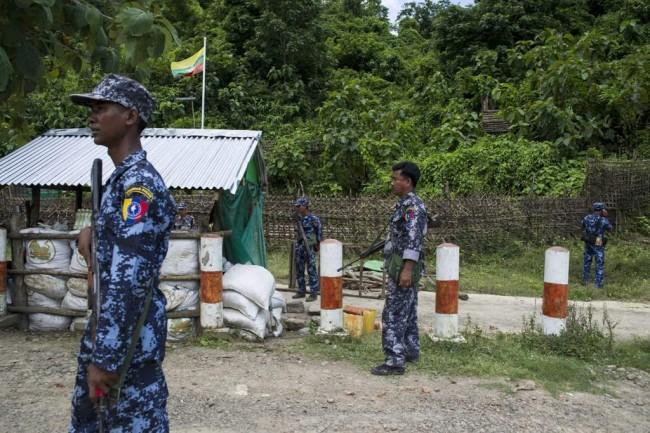 LAMPUNG POST | 400 Orang Tewas dalam Sepekan Bentrokan Militer Myanmar-Etnis Rohingya
