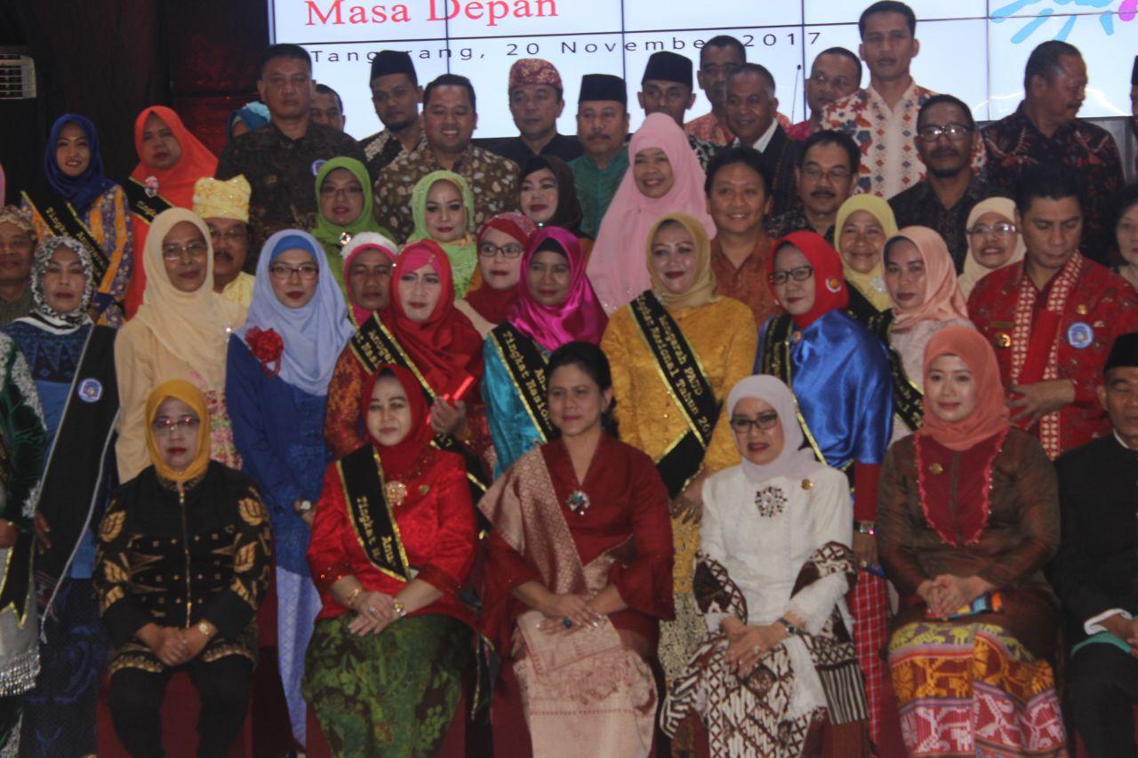 LAMPUNG POST | Bupati Lamtim Chusnunia Chalim Dapat Anugerah PAUD Nasional 2017