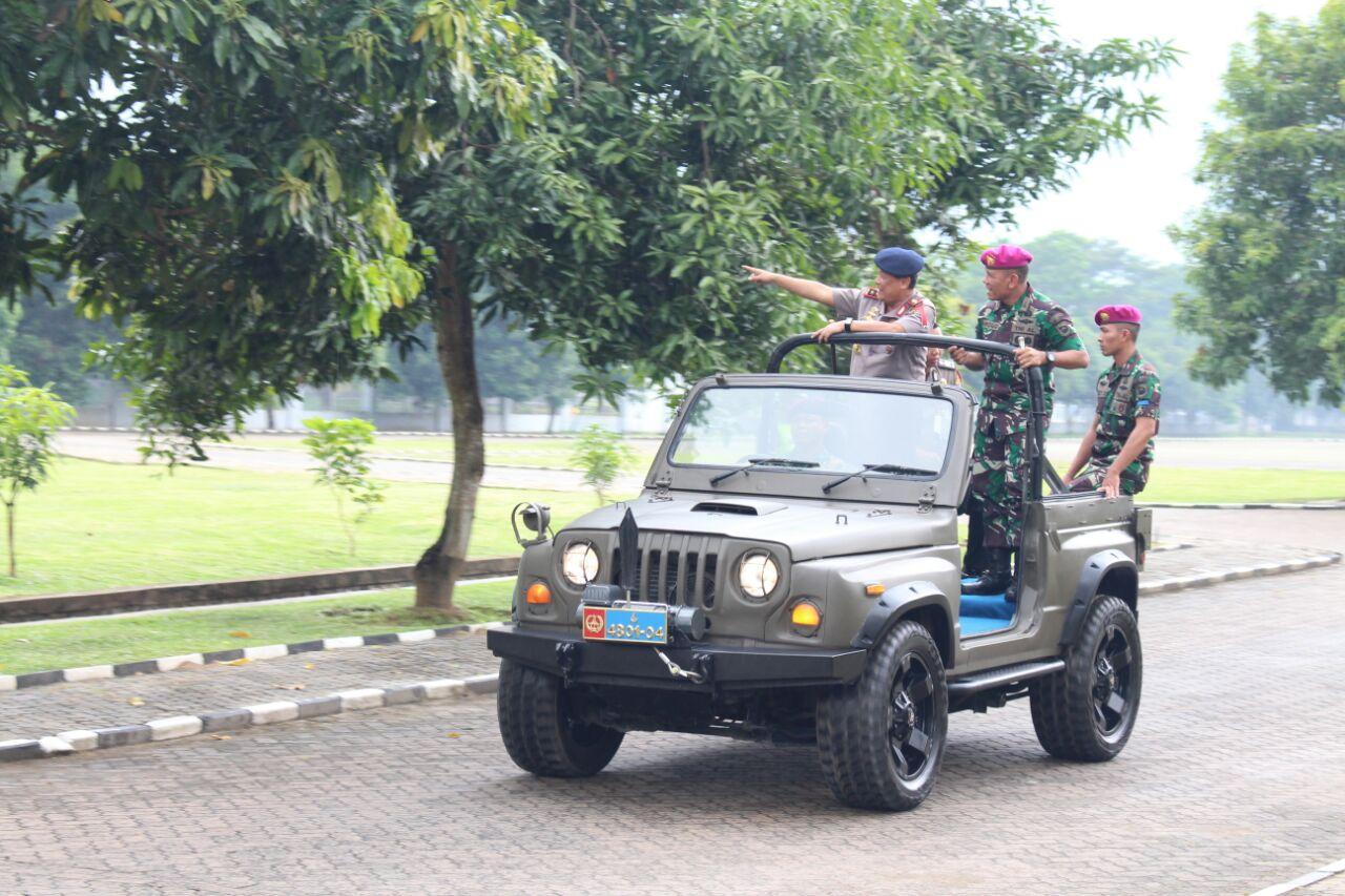 LAMPUNG POST | Kapolda Lampung Irjen Suntana Kunjungi Brigif-3 Marinir