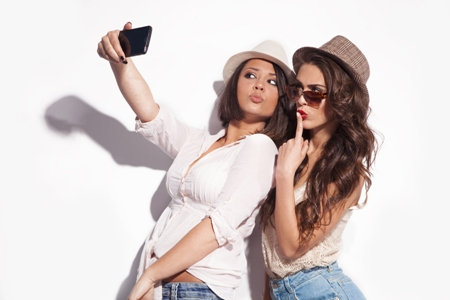 LAMPUNG POST   Selfie Tanda Kesepian