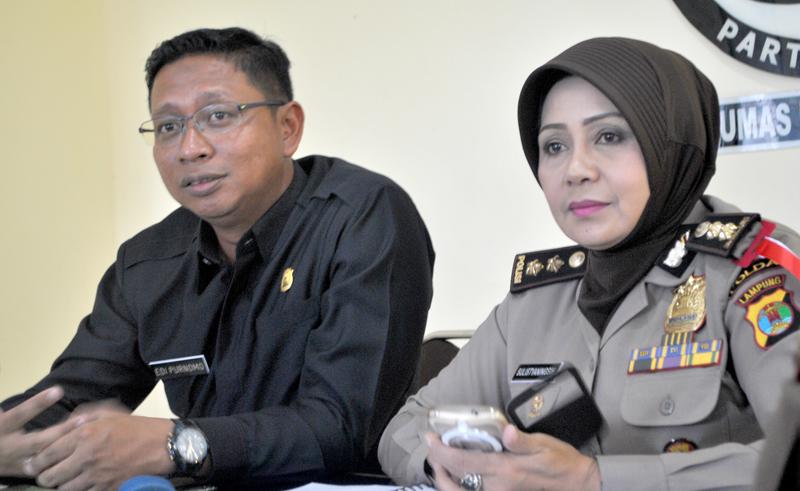 LAMPUNG POST | Polda Lampung Kawal Distribusi Surat Suara