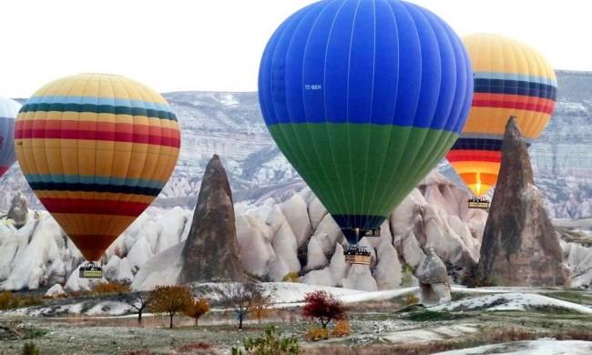 LAMPUNG POST   49 Orang Terluka Parah saat Balon Udara yang Ditumpangi Mendarat Darurat
