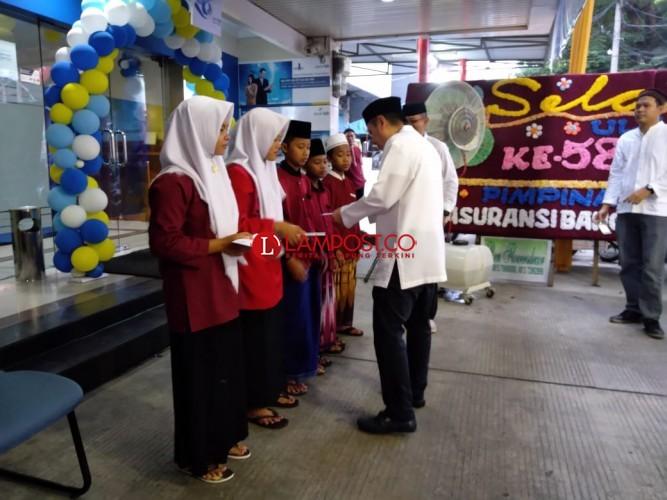 Rayakan HUT di Ramadan, Bank BJB Santuni Yatim