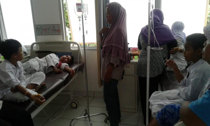 16 Siswa SD di Lamsel Diduga Keracunan Makanan