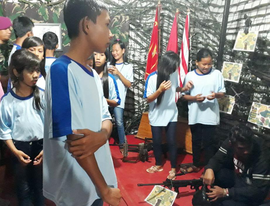 LAMPUNG POST | Sukarelawan Ajak Anak Pulau Tegal Studi Wisata